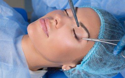 Chirurgie des paupières supérieures et inférieures